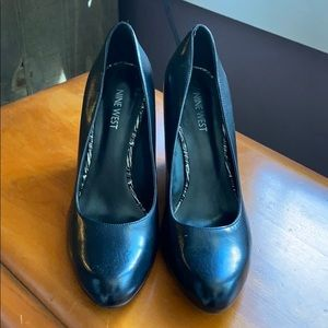Nine West black closed toe heels